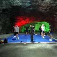 Milli boksörler Hititler'den kalan tuz mağarasında çalışıyor
