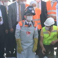 Bakan Karaismailoğu, Yeni Kömürhan Köprüsü'nün son kaynağını yaptı: