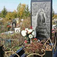 iPhone 6 şeklinde mezar taşı!