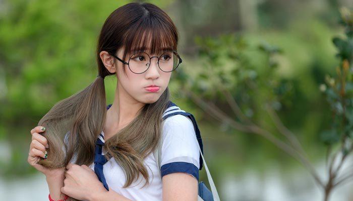 Japonya'da kadın çalışanlara gözlük yasağı