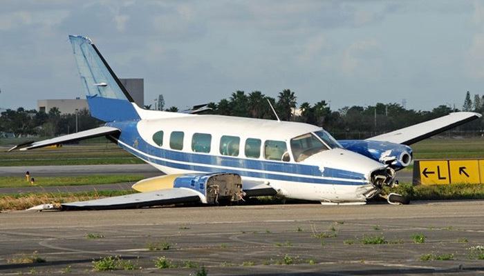2 küçük uçak havada çarpıştı: 4 ölü
