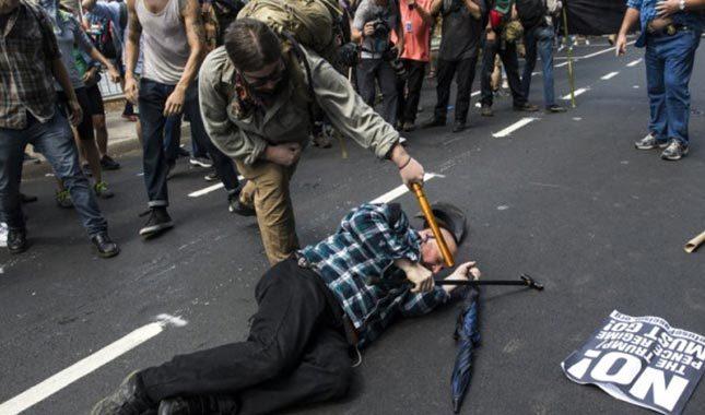 ABD'deki gösterilerde polis helikopteri düştü