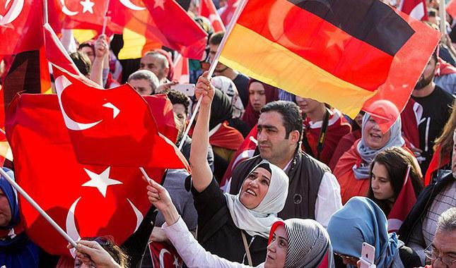 Almanya'daki Türk seçmenin oyu Erdoğan'a