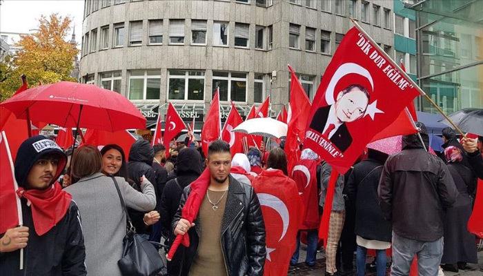 Almanya'daki Türklerden 'Vatanına sahip çık' mitingi