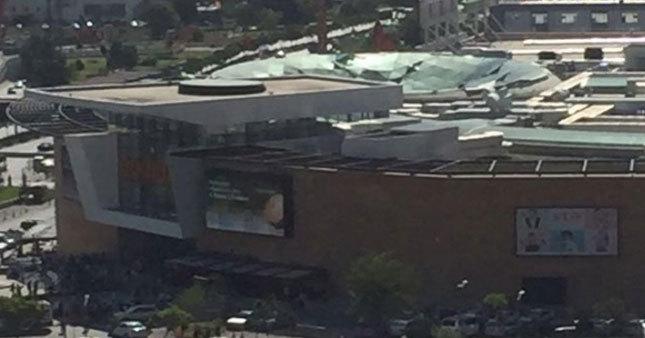Ankara'da AVM çatısı çöktü