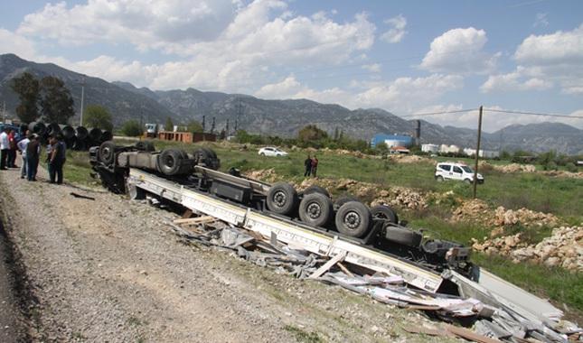 Antalya'da korkunç tır kazası