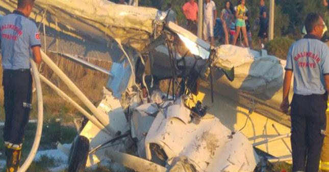 Balıkesir'de eğitim uçağı düştü ölüler var!