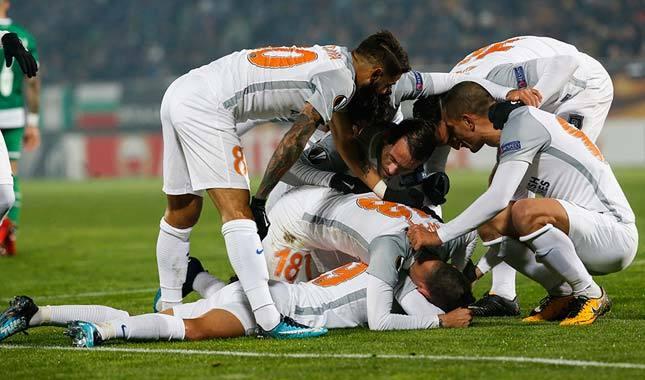 Başakşehir, Ludogorets'i yenip iddiasını sürdürdü (Ludogorets 1-2 Başakşehir Maç Özeti)