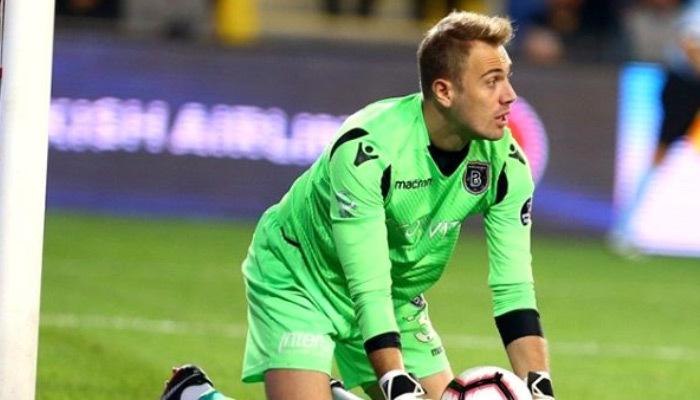 Başakşehir iki futbolcusunun sözleşmesini uzattı