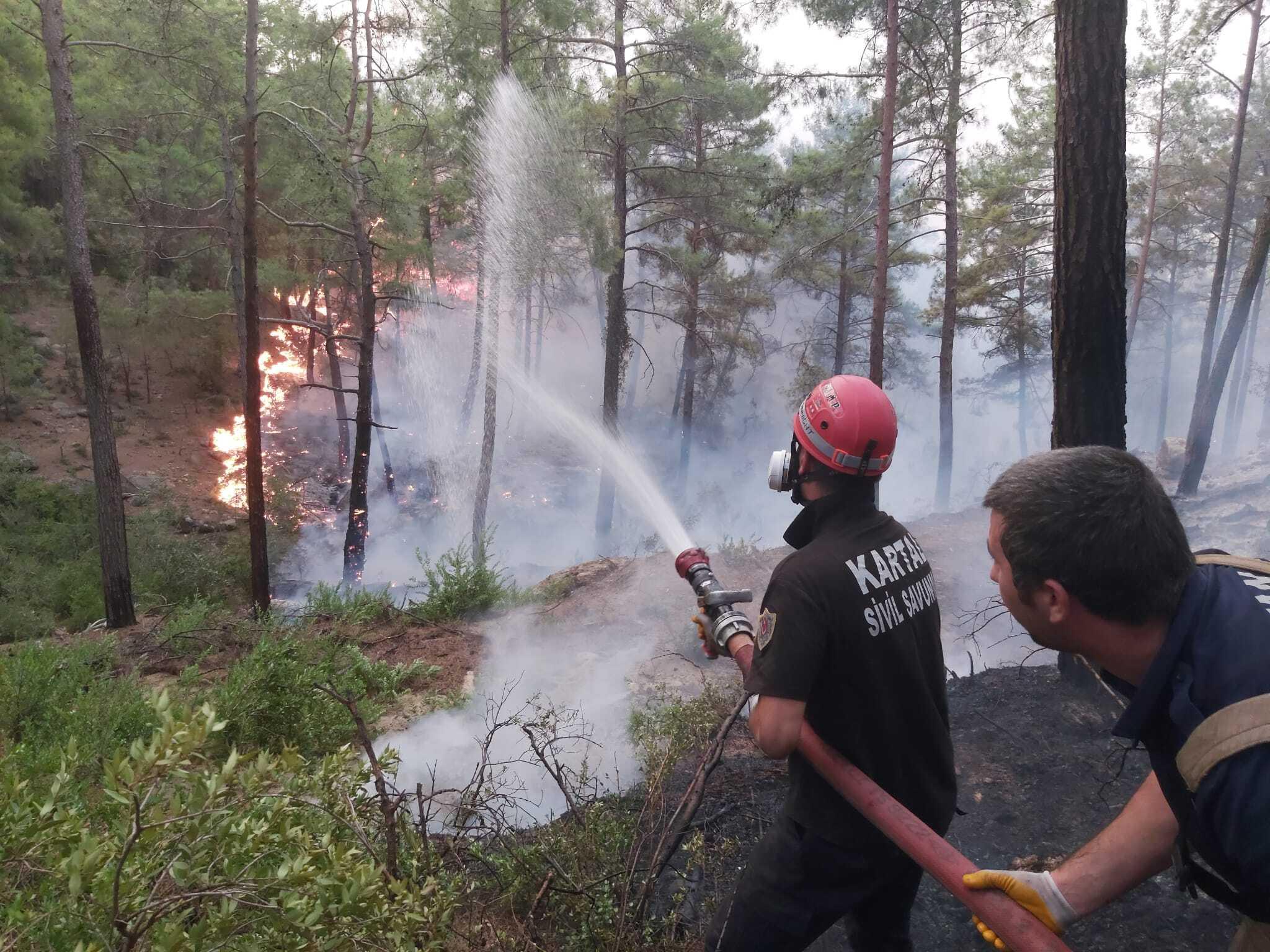 Belediye Ekiplerinin Orman Yangınları İle Mücadelesi Sürüyor