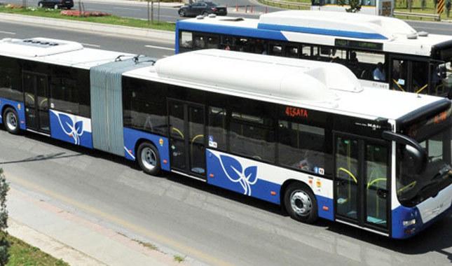Belediye otobüsü yayalara çarptı