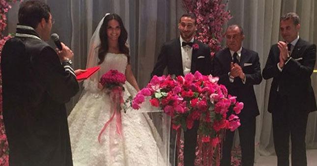 Beşiktaş'ın golcüsü Cenk Tosun evlendi