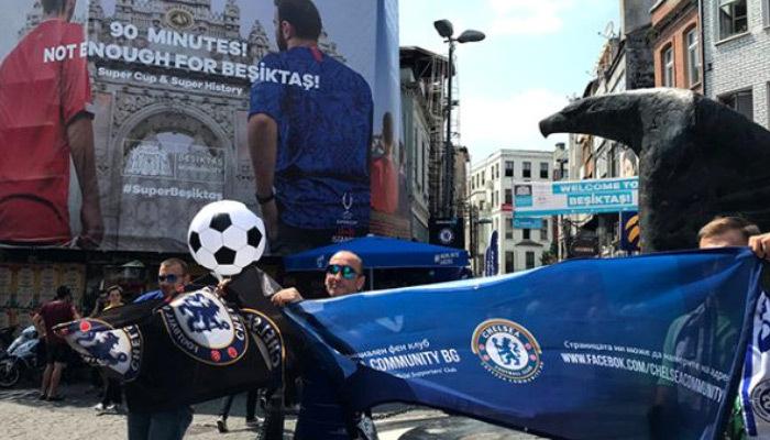 Beşiktaşlı taraftarlar ile Chelseali taraftarlar arasında dostluk görüntüleri!