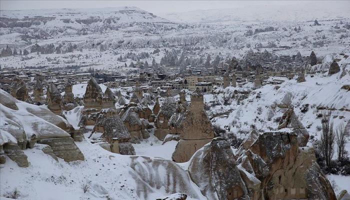 Beyaza bürünen Kapadokya hayran bırakıyor