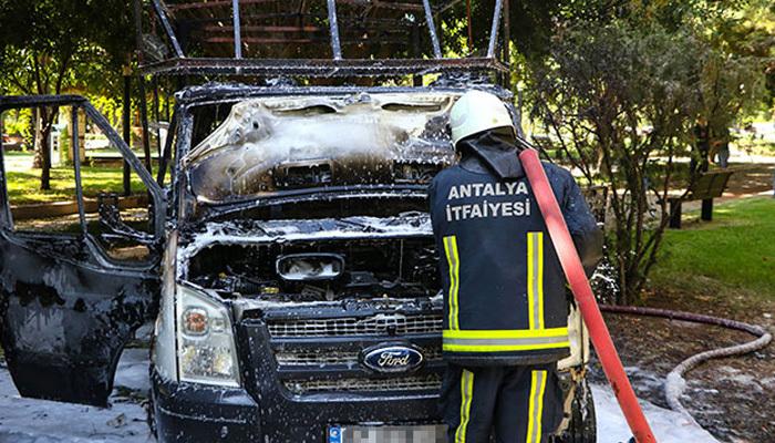 Çay için belediye kamyonetini yaktılar