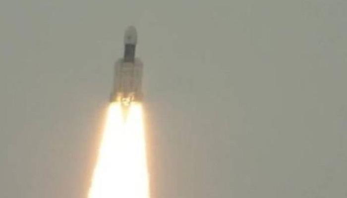 Chandrayaan-2 uzay aracı, Ay'ın karanlık yüzüne fırlatıldı