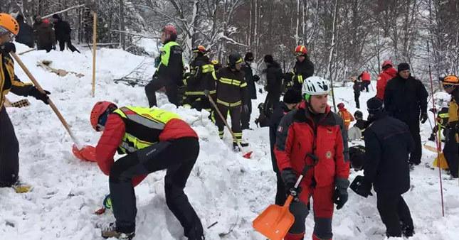 Çığ altında kalan 5 kişi kurtarıldı