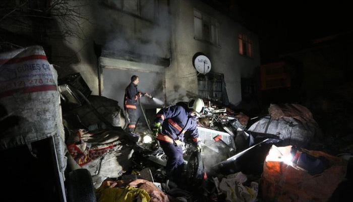 Çıkan yangında bekçiler 4 kişiyi kurtardı!