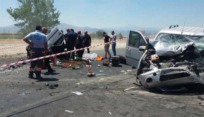 Denizli'de korkunç trafik kazası: 6 yaralı