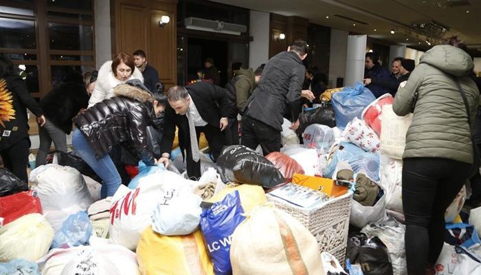 Deprem sonrası Elazığ ve Malatya'ya yardım yağıyor
