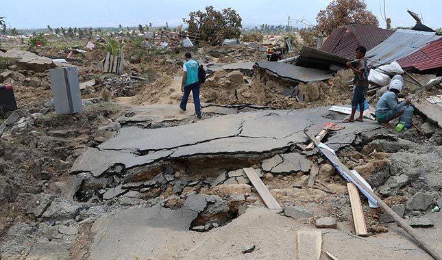 Depremle sarsılan Endonezya'da bilanço ağırlaşıyor