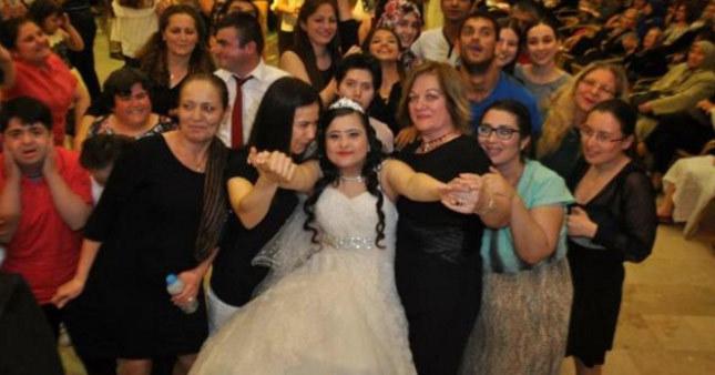 Down sendromlu kıza damatsız düğün yapıldı