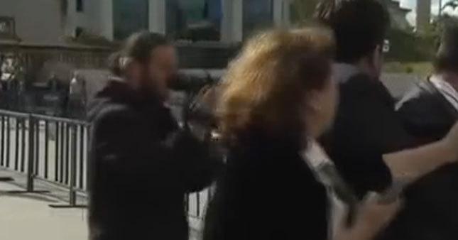 Dündar eşi saldırganın yakasına yapıştı