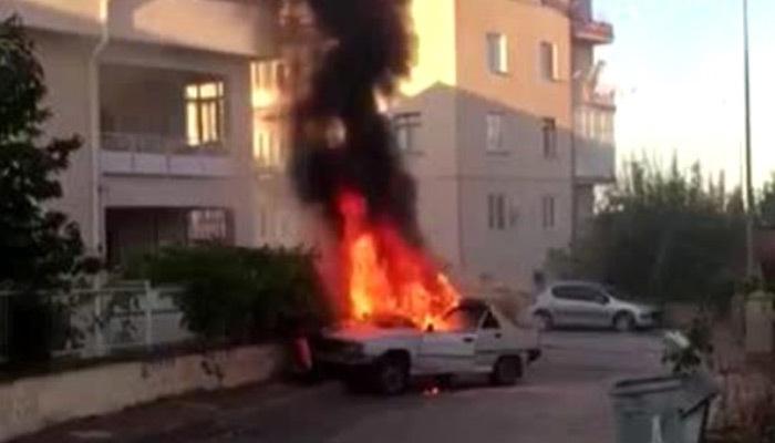 Duvara çarpan otomobil alev alev yandı