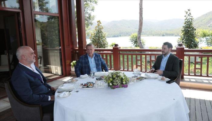 Erdoğan, Arnavutluk Başbakanı ile görüştü