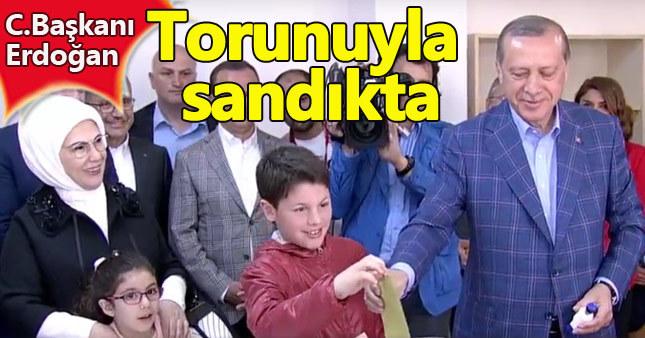 Erdoğan, eşi ve torunuyla oy kullandı