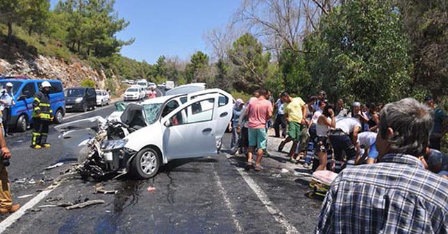 Eriyen asfalt kazaya neden oldu: 4 ölü