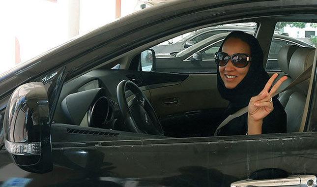Eşinin ehliyet almasına sinirlenen Suudi damat, düğünü terk etti