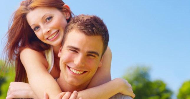 Eşleri çalışan erkekler daha mutlu