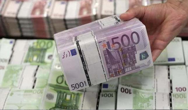 Euro'nun ateşi düşmüyor, 4.55'i devirdi