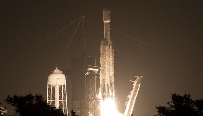 Falcon Heavy roketi üçüncü kez fırlatıldı