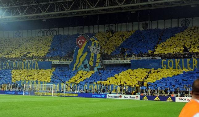 Fenerbahçe taraftarından koreografi şov!