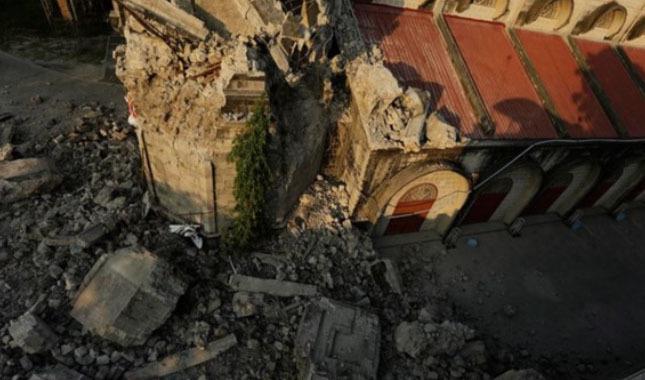 Filipinler'deki depremde ölü sayısı artıyor!