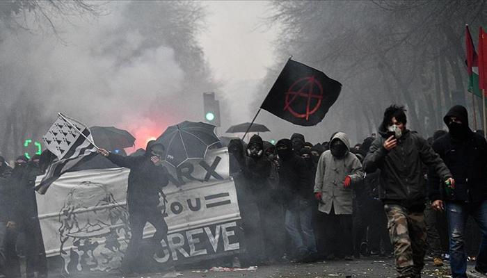 Fransa'daki protestolar ve grevde 3. gün!