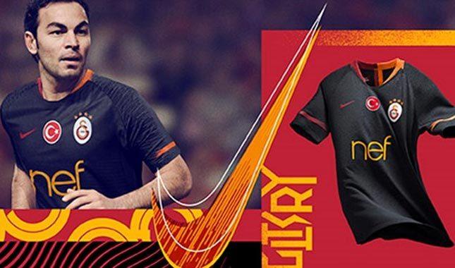 Galatasaray'ın siyah renk yeni deplasman forması kaç para?