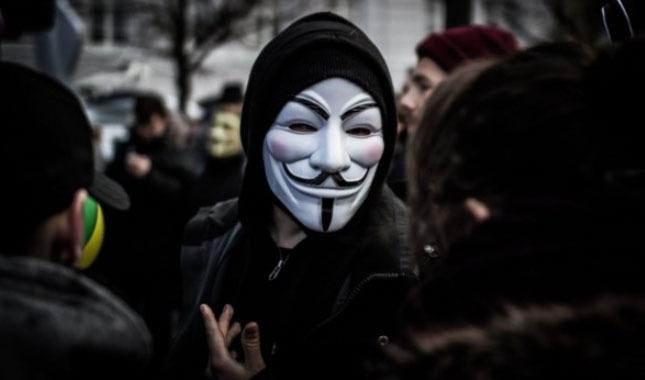 Hacker grubu Anonymous'tan 'Assange' uyarısı!