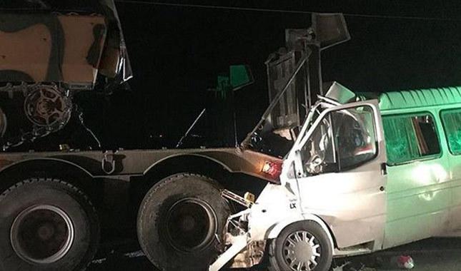 Hatay'da askeri araç ile minibüs çarpıştı