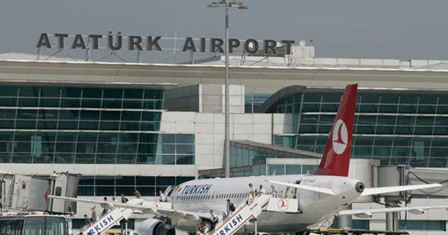 Havalimanında uçak inişleri ve kalkışları durduruldu