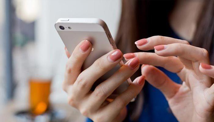 Her 15 dakikada bir telefona bakıyoruz