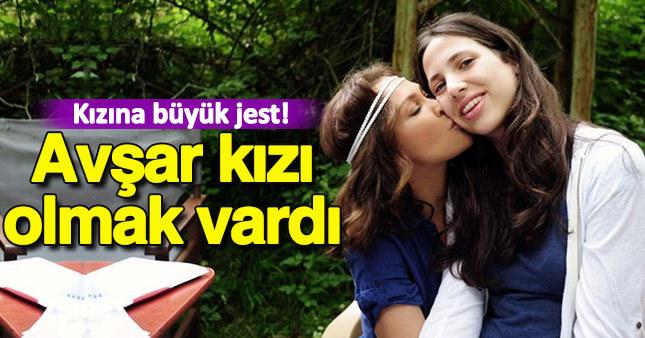 Hülya Avşar'dan kızına büyük jest