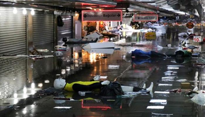 İBB, sel felaketi yaşayan Eminönü için harekete geçti!
