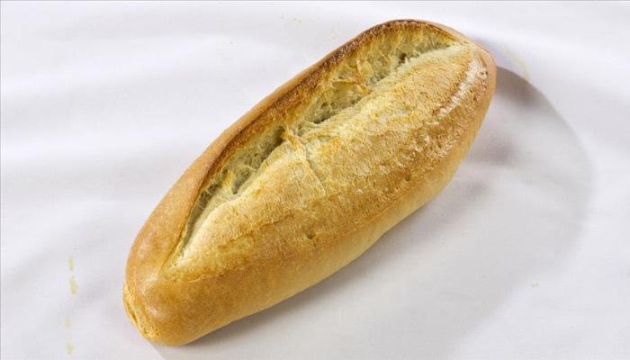 İhtiyaç sahiplerine ekmek yardımı yapılıyor