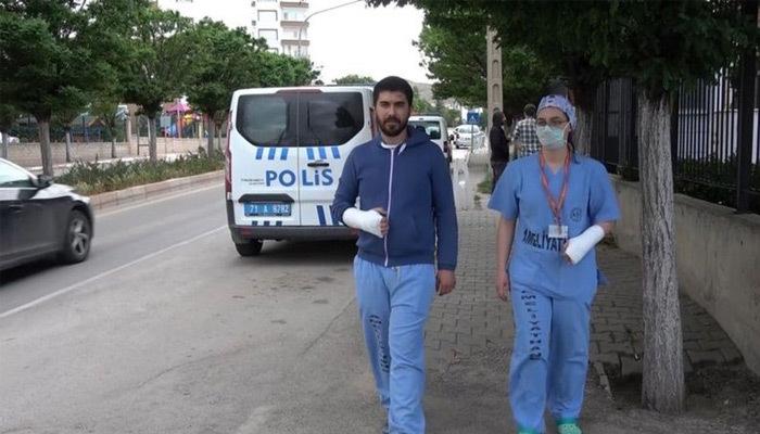 İki doktor tekme-tokat darp edildi!