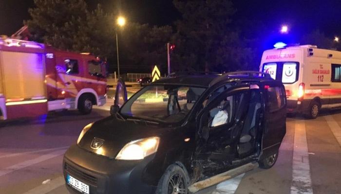 Isparta'da kamyonet ile otomobil çarpıştı: 7 yaralı