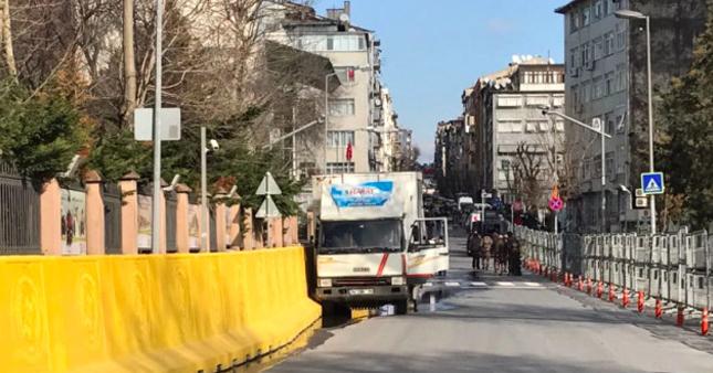İstanbul Emniyet Müdürlüğü önünde freni patlayan kamyon panik yarattı