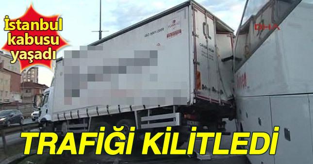 İstanbul'da D-100'de trafiği kilitleyen kaza